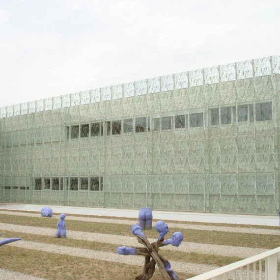 Special Façade and Glass School Alves Martins